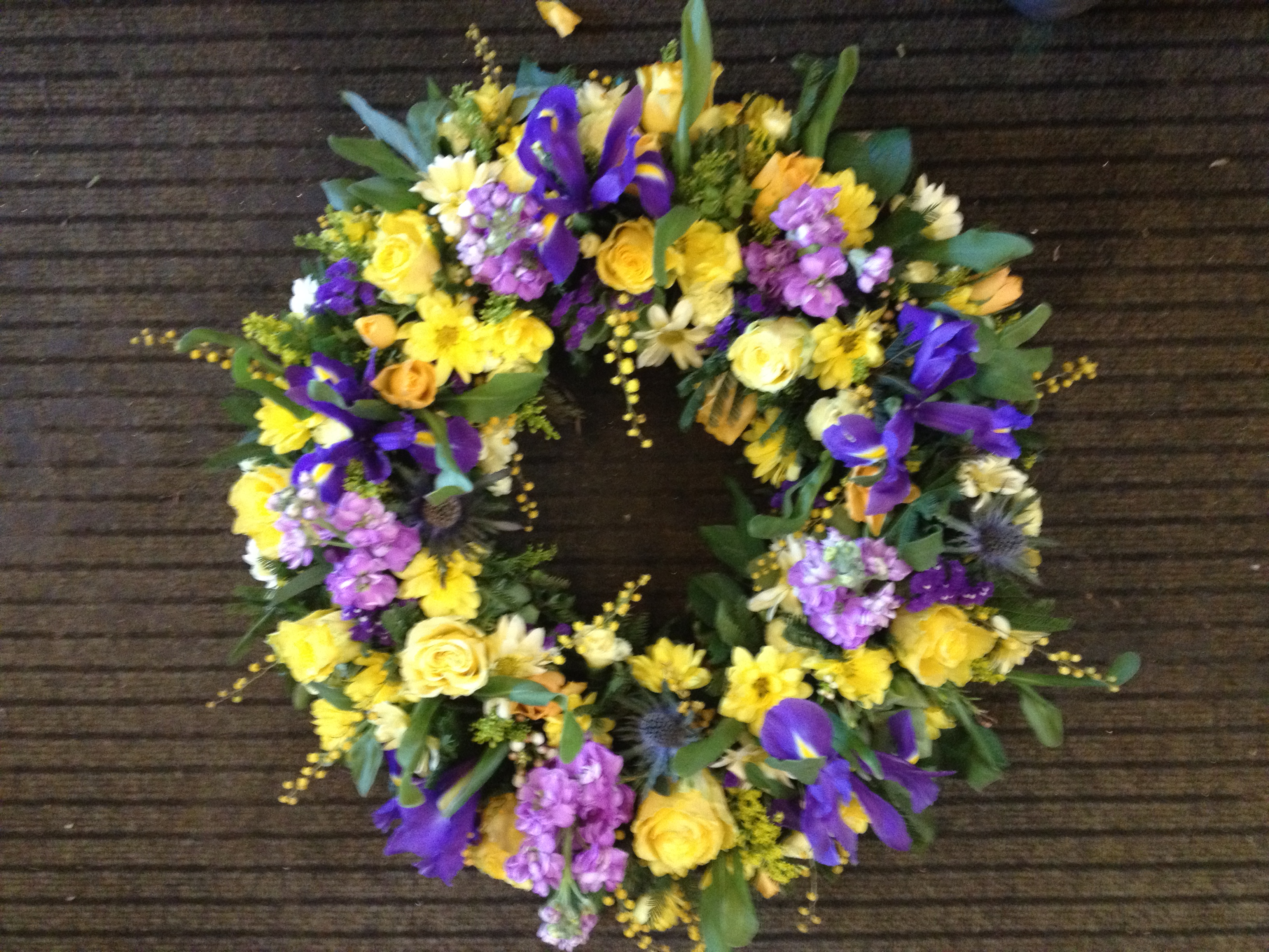 Loose funeral tribute flowers ow2 open wreath ring from 3000 izmirmasajfo Images