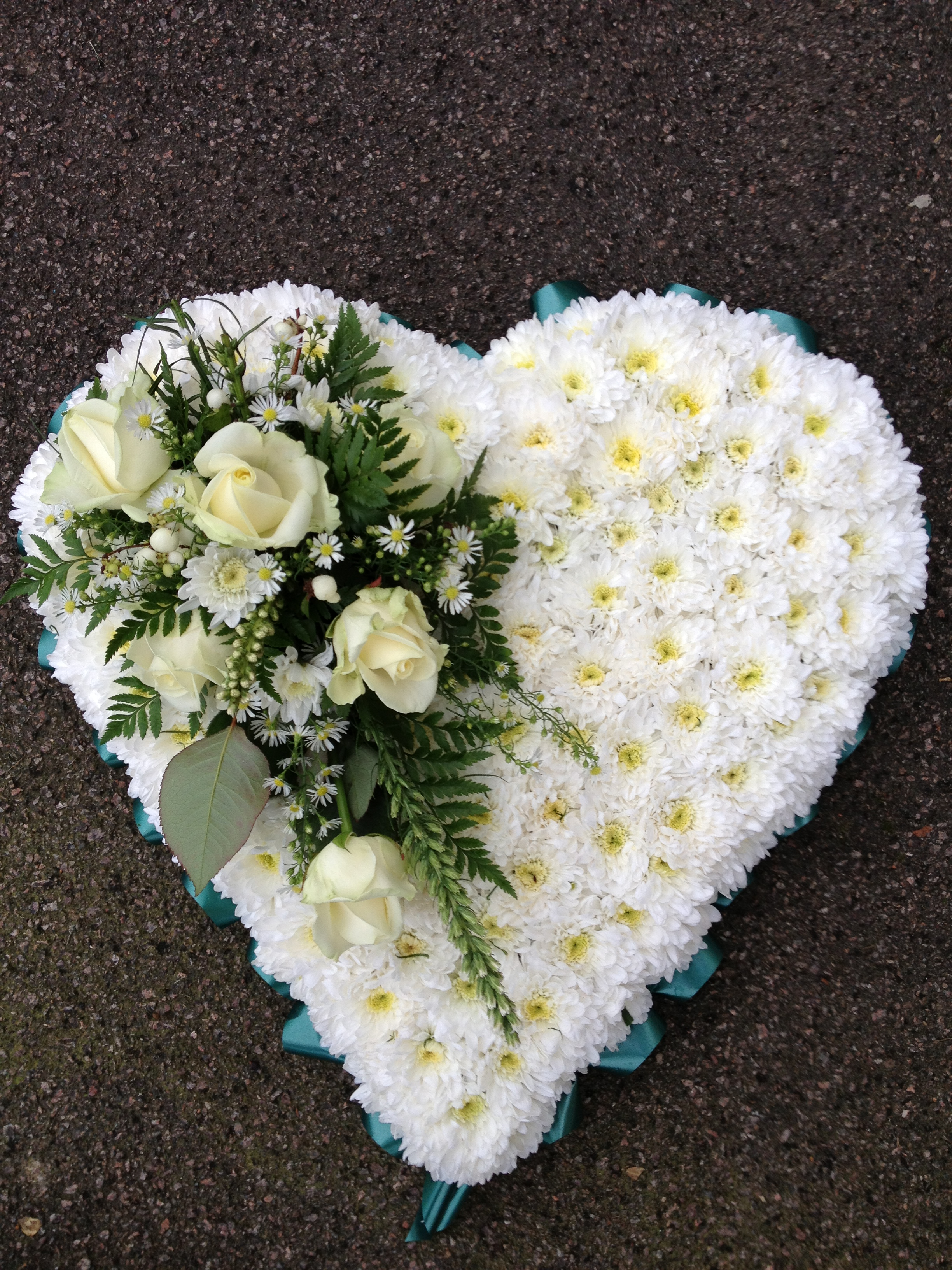 Blocked funeral tribute flowers sh3 blocked heart from 4500 izmirmasajfo
